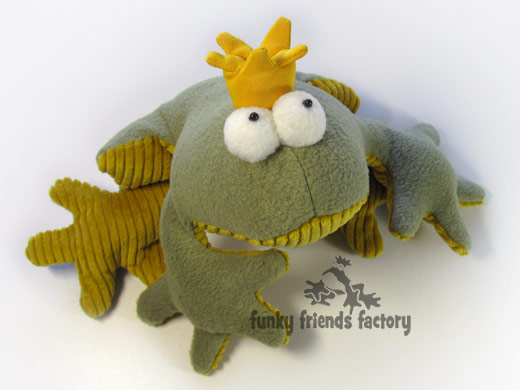 Frog toy sewing pattern - eye photo tutorial