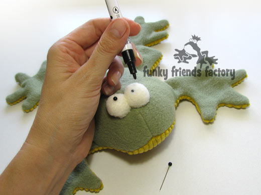 See me sew my frog sewing pattern. | Funky Friends Factory